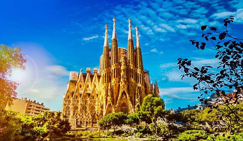 La Sagrada Familia, Barcelona, Spain - Luxuria Tours & Events