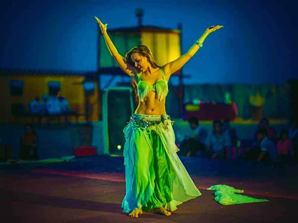 Safari Belly Dancer - Luxuria Tours & Events