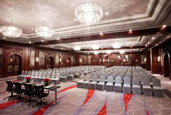 Movenpick Hotel & Apartments - Meetin Room - Luxuria Tours & Events